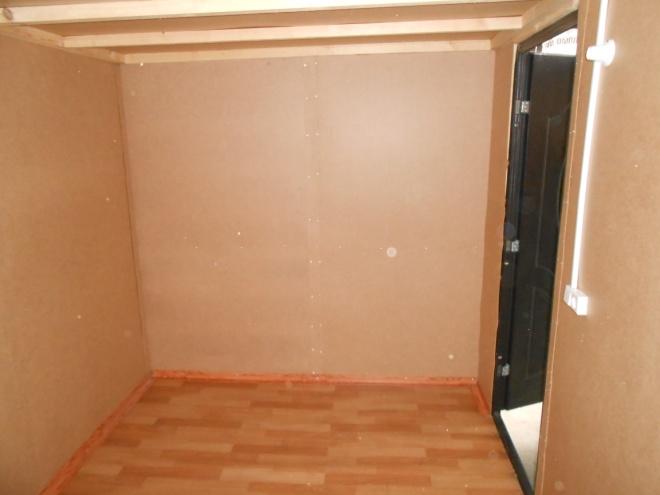 Материал: Внешняя отделка – металлопрофиль, внутренняя отделка – ДВП, кровля –металлопрофиль, уклон в одну сторону, утепление – 50мм. пенопласт , окно – деревянное, дверь – металлическая, Каркас - дерево, брус 50х50 мм. Электрика в комплекте. Цена 65 000 руб. Возможны различные размеры и материалы. Цена за квадратный метр – 5 500 руб.