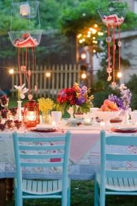 Как красиво украсить участок летом